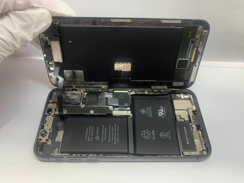 実際に故障したiPhoneXの内部の様子