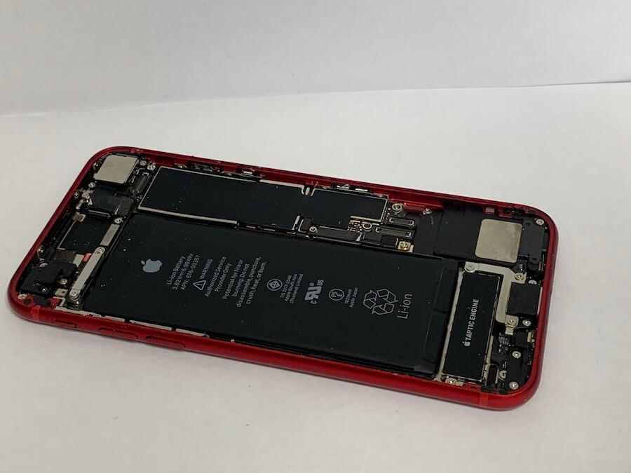 iPhone8の内部を掃除したあとの様子