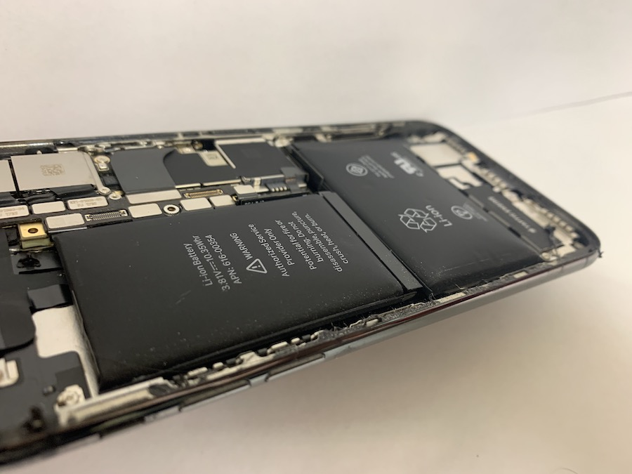 修理した端末に実際に取り付けられていたiPhoneXのバッテリーの画像