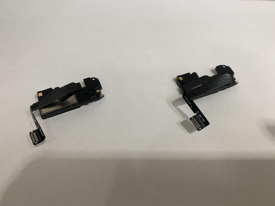 実際に故障していたイヤスピーカーと新たなイヤスピーカーの比較画像