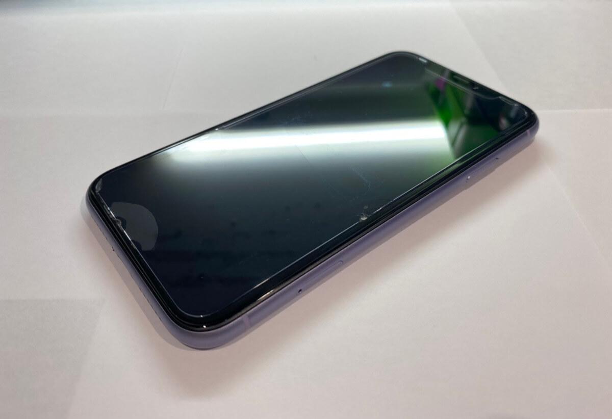 写真は、修理前のiPhone11です。