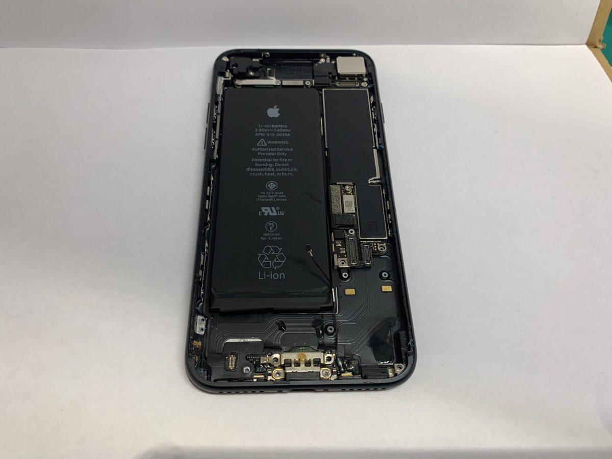 iPhone7の内部に水分が侵入している様子