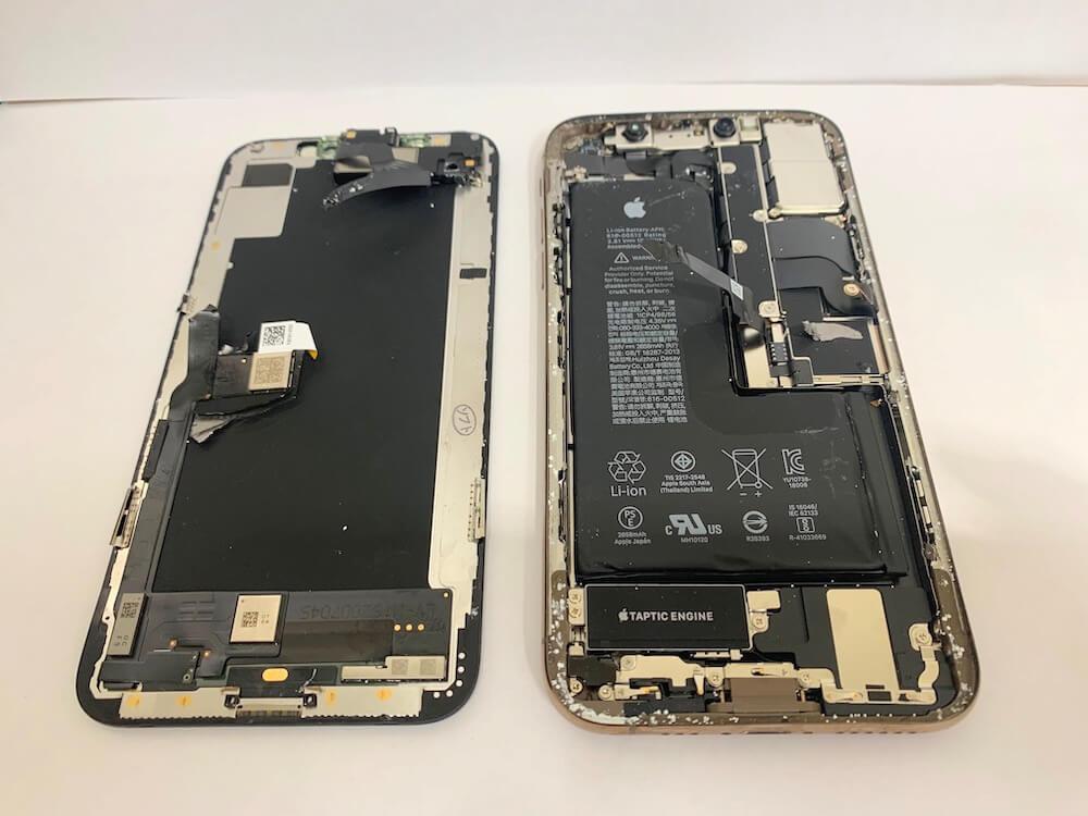 iPhoneXSの修理前の写真