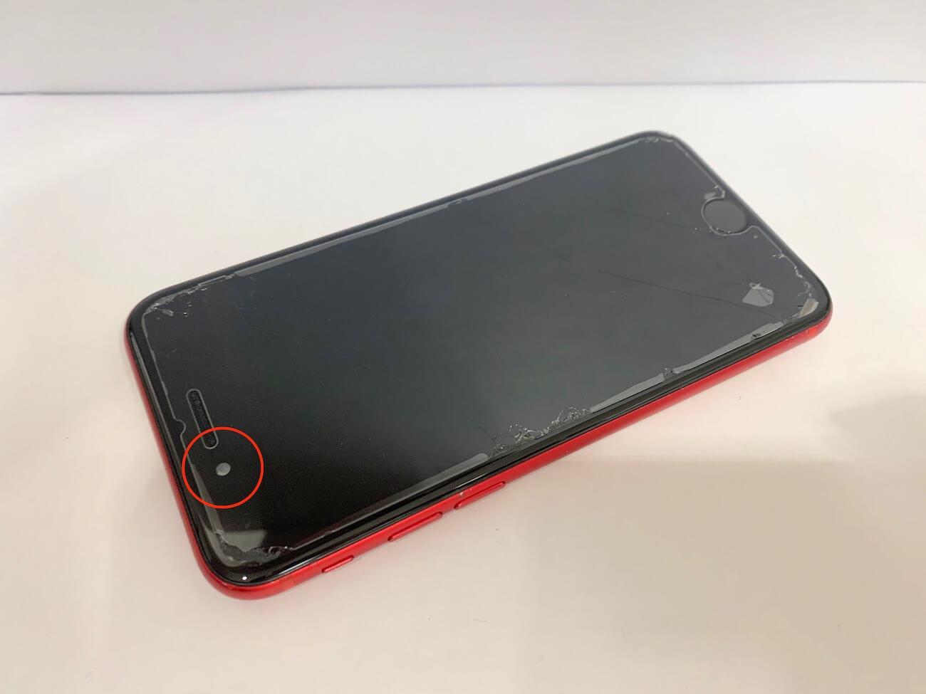 修理前のiPhoneSE(第二世代)の写真
