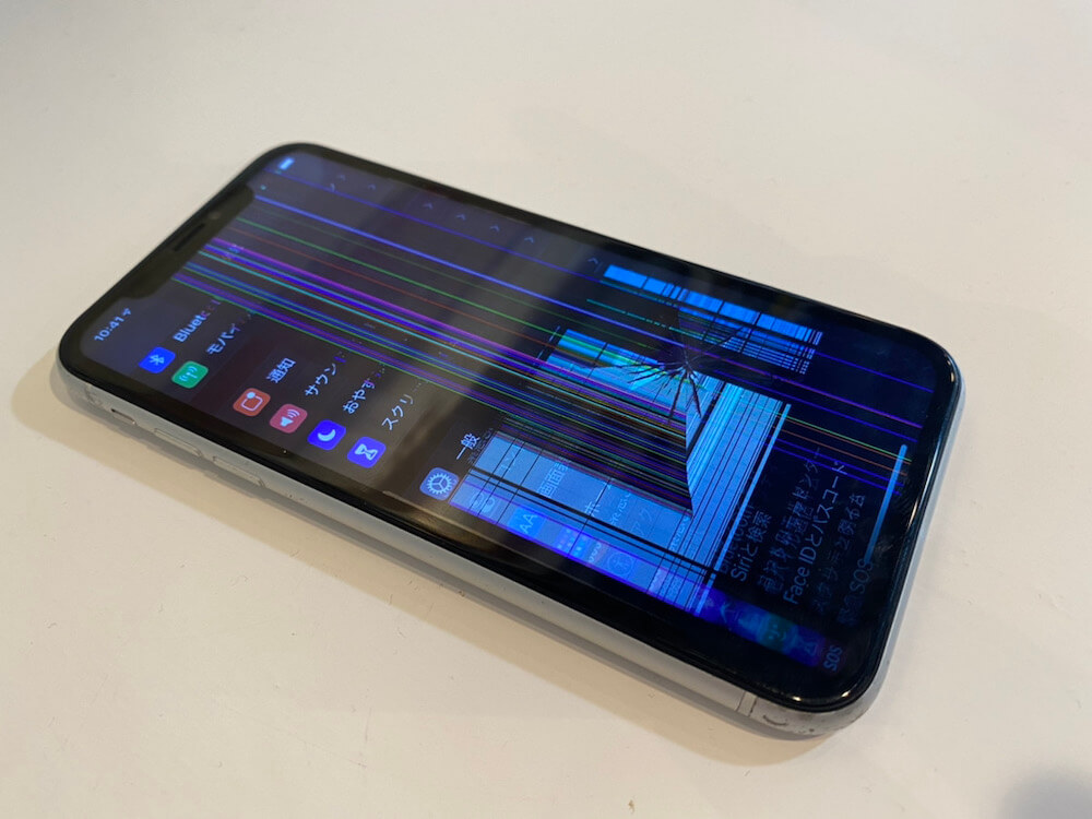 写真は、iPhoneXRの修理前の写真です
