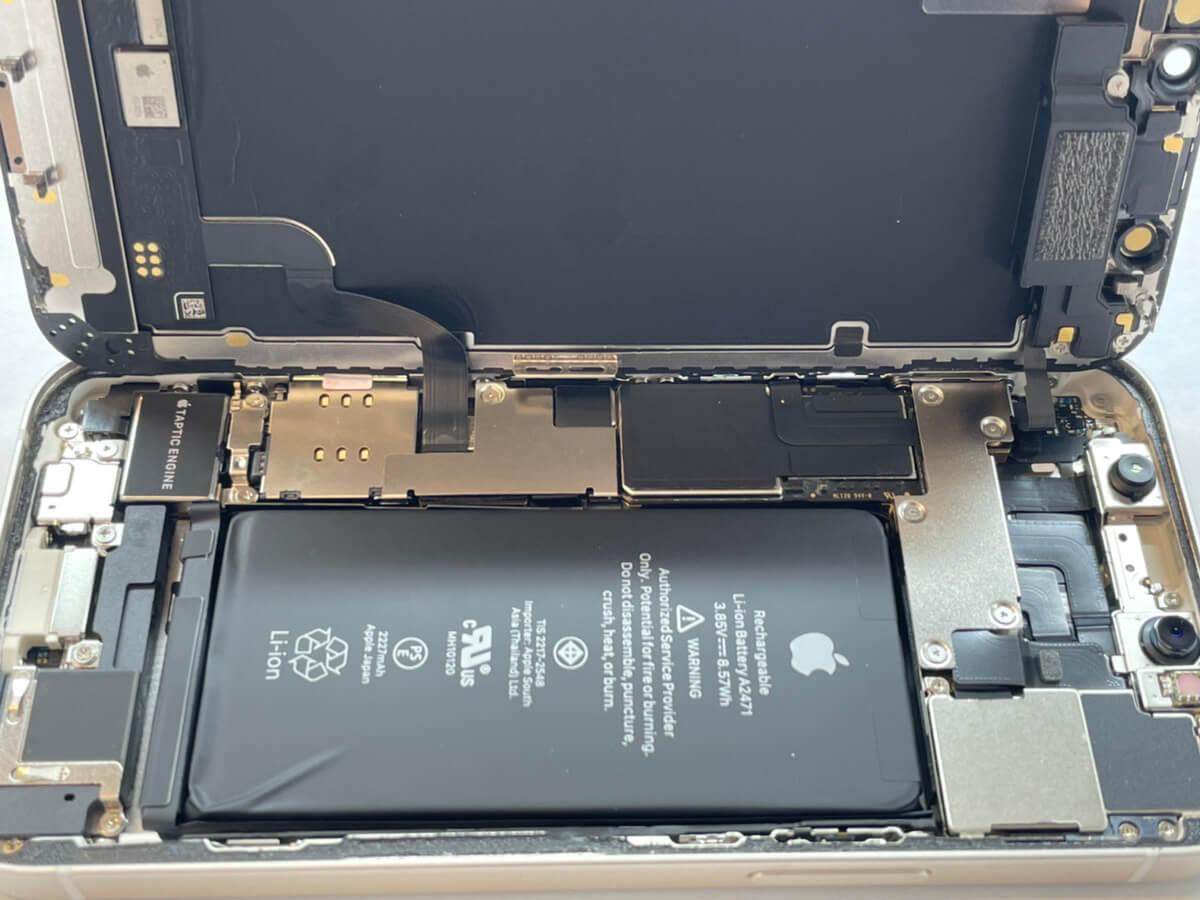 写真は、iPhone12 mini内部です。