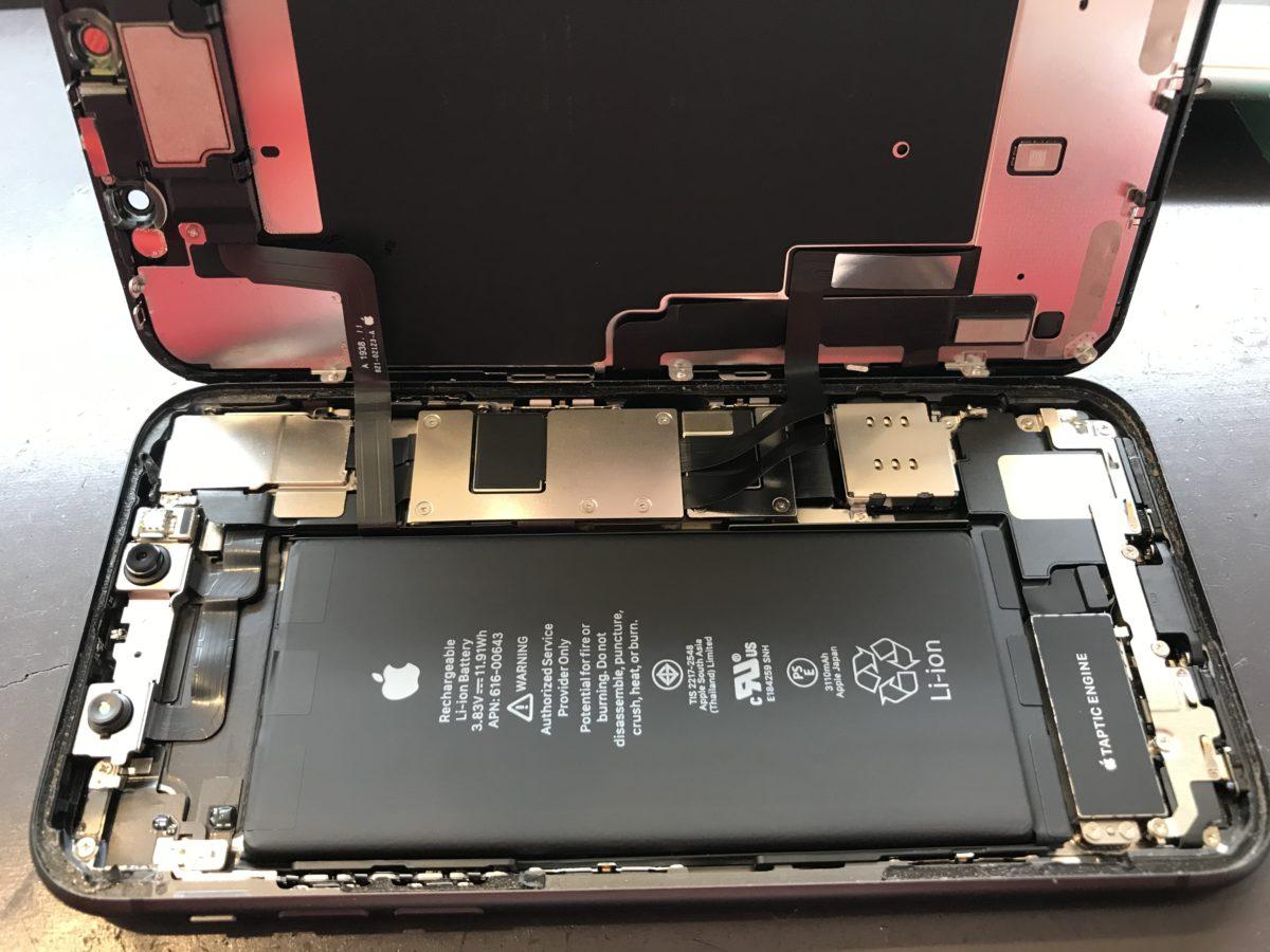 実際に修理したiPhone11の内部の様子