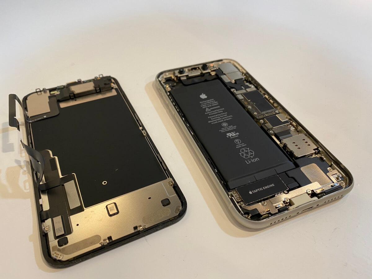写真は、分解したiPhone11の2枚目です。