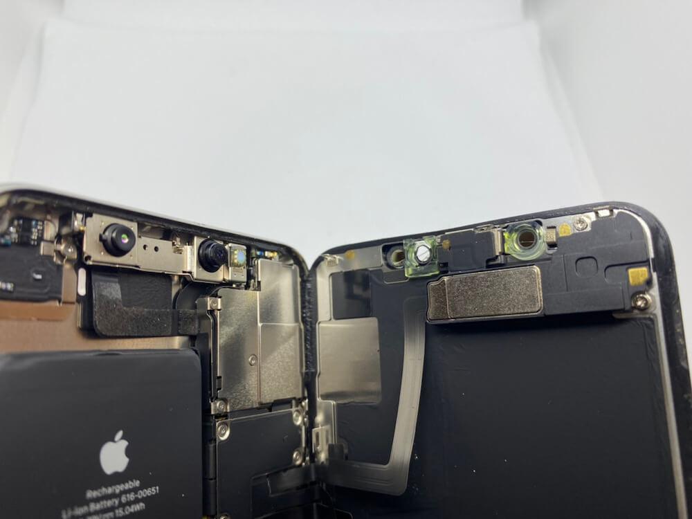 写真は、iPhone11Proの画面を分解した状態です。