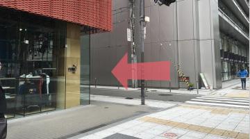 PUMA STORE(プーマストア)大阪の横の交差点「御堂筋清水町」