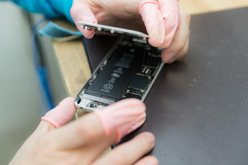 iPhoneのガラスが割れた時の正しい修理方法