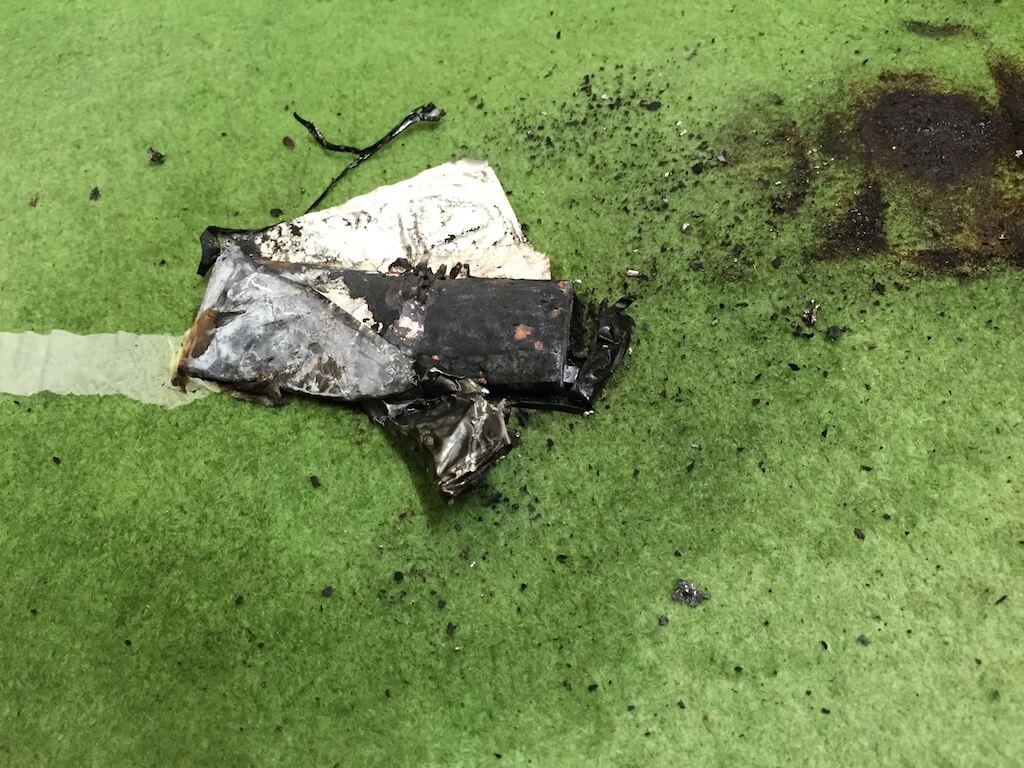 iPhoneのバッテリーが膨張したり発火する事故の発生事例