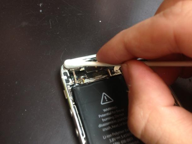 iPhone内部のホコリ除去する手順2