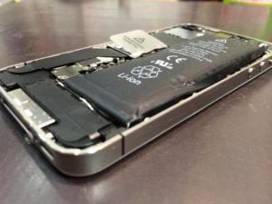 【発火!爆発!危険です】iPhoneのバッテリーが膨張した時!急ぎ修理が必要です!