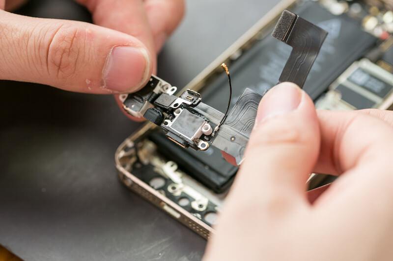 iPhoneの充電ができない時の正しい修理方法